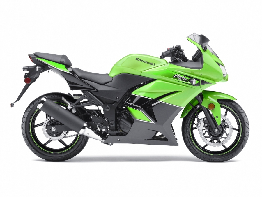 Kawasaki Ninja 250R bike Comes with a full coat with a large plastic and