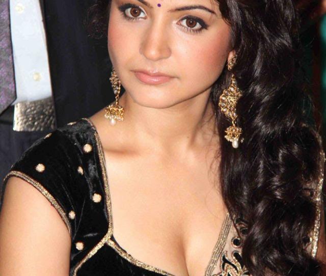 Cute Actress Of Bollywood Beauty Anushka Sharma Blue Film Clips Latest