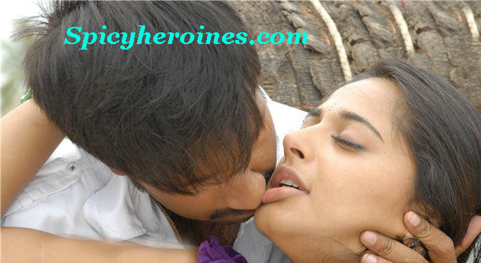 Anushka Hot Lip Kiss Pics Anuskha Sey Saree Gallery
